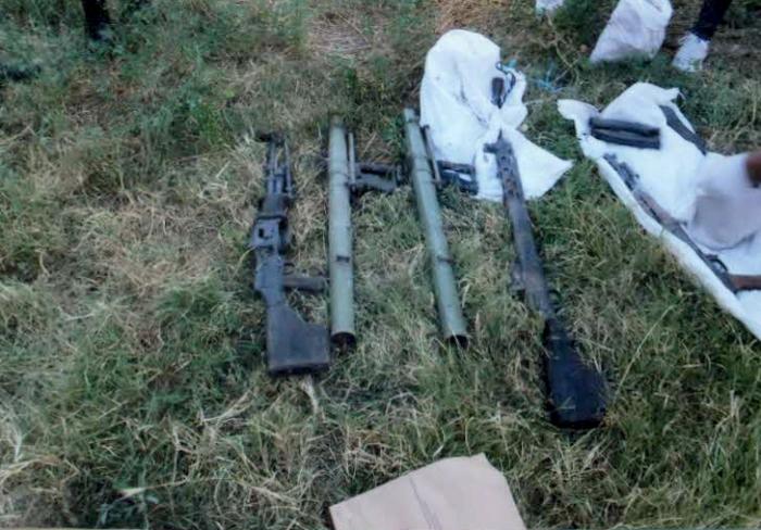 Полицијата во Блаце во канал пронајде цел арсенал оружје