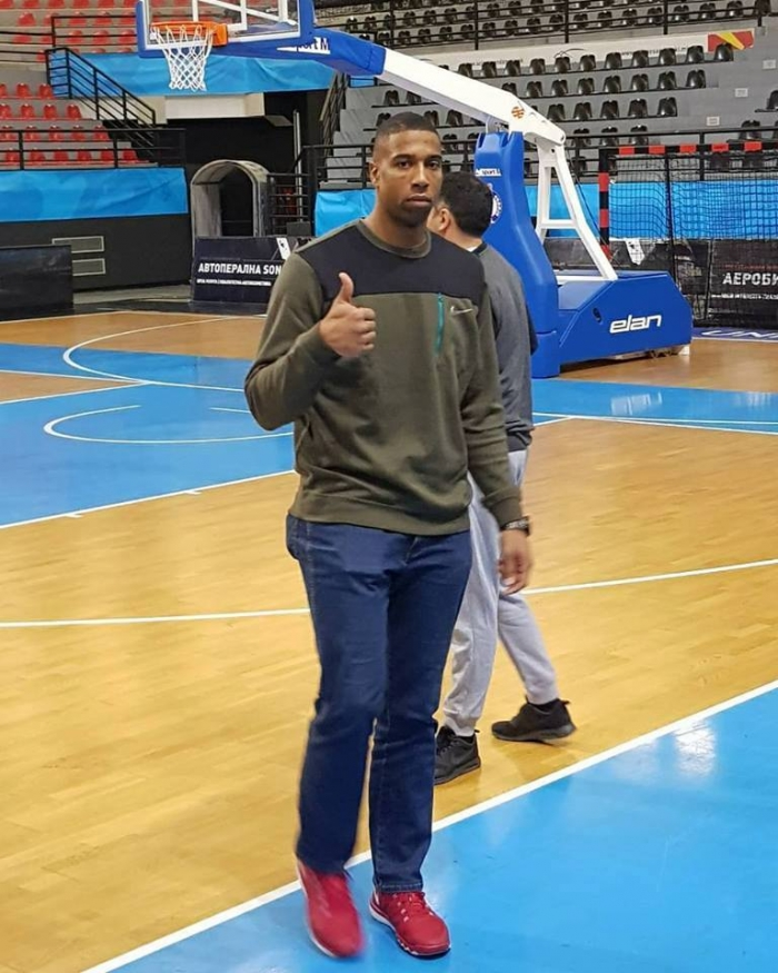 Хендрикс во Скопје, им се приклучи на останатите кошаркари