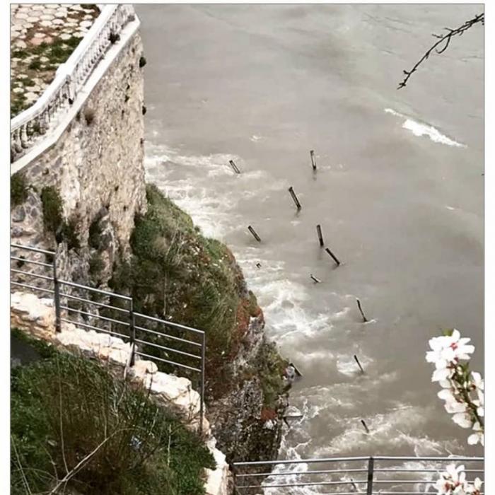Бурата  целосно го урна Мостот на желбите во Охрид