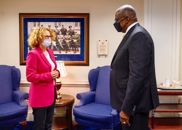 Шекеринска на состанок со секретарот за одбрана на САД
