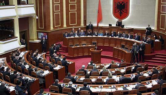 Албанскиот Парламент и во вториот круг гласање не избра претседател на земјата