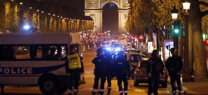 Полицаец убиен при терористички напад на Елисејските полиња
