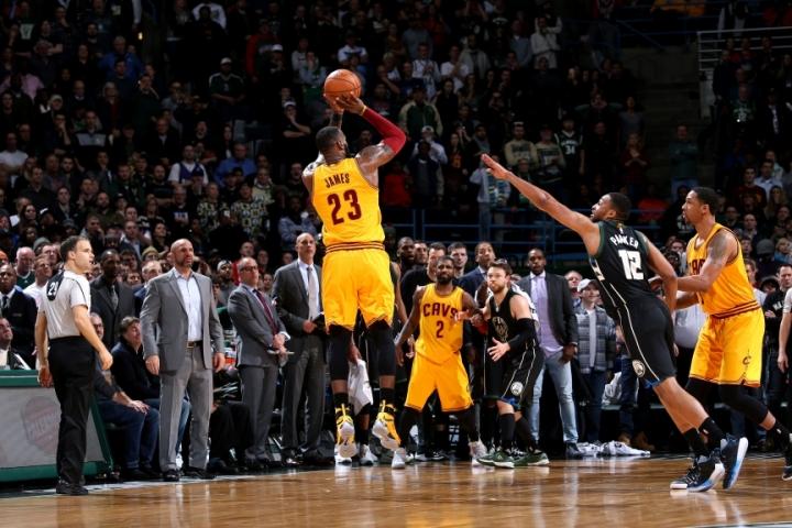 НБА плеј оф  Леброн го  однесе  Кливленд до третата победа над Индијана
