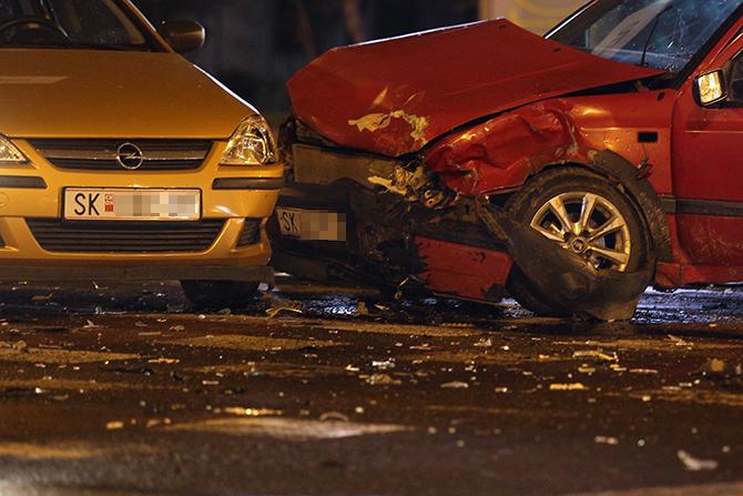 Карамбол на скопските улици  Шест лица повредени во сообраќајки