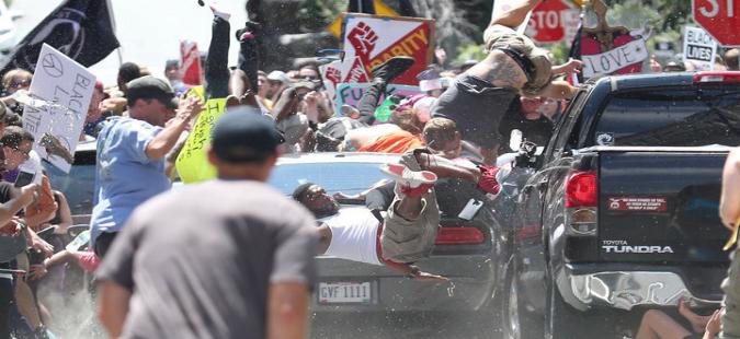 САД  Најмалку три лица загинаа  а 35 се повредени  за време на протестите во Шарлотсвил