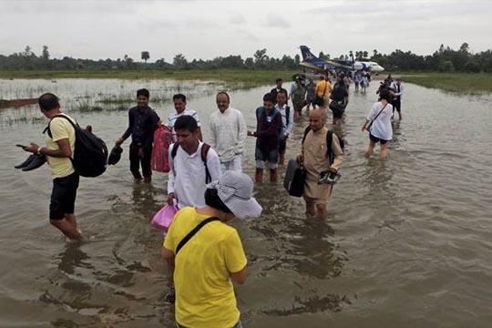 poplavite-odnesoa-nad-800-zhivoti-vo-indija-nepal-i-bangladesh
