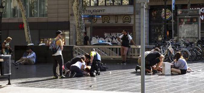 НОВ ТЕРОРИСТИЧКИ НАПАД  Вооружен маж избодел неколкумина на плоштад