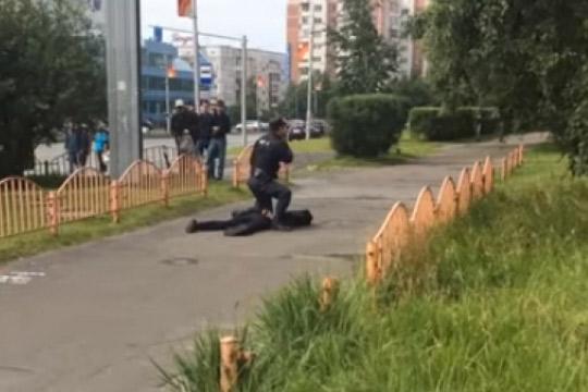 НАПАД во Русија  Човек со нож пресече осум лица на улица