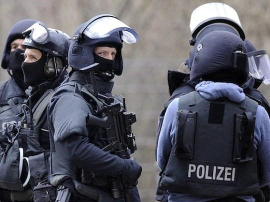 Напад со нож во Германија  Еден маж убиен и уште еден повреден
