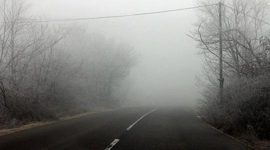 Намалена видливост на патиштата кај Стража и Крушево