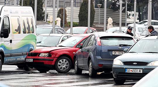 Повредени 13 лица  15 сообраќајки вчера во Скопје