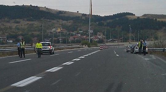 Блокиран сообраќајот на патот Струга   Дебар кај Суво поле