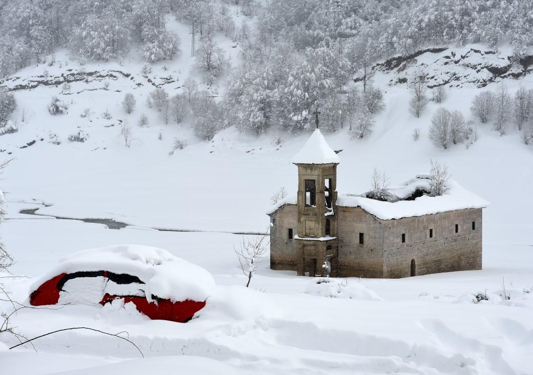 Снег вее во Маврово и на Пелистер