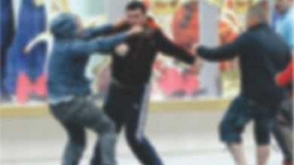 Се расправале на Фејсбук па се испотепаа на улица   Жестока тепачка на малолетници во Скопје