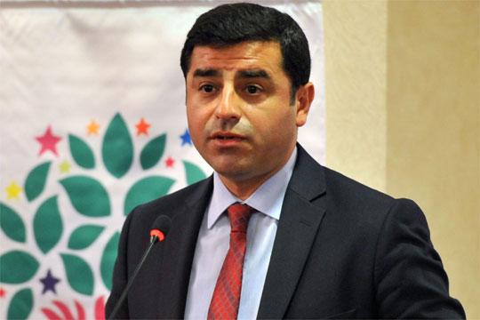 turskoto-obvinitelstvo-bara-do-142-godini-zatvor-za-kurdskiot-lider-selahatin-demirtash