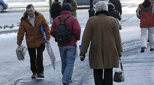 РСБСП  Пешаците да не се движат со рацете во џеб и да носат соодветни обувки