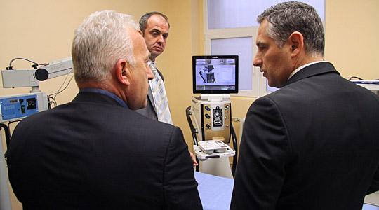 Очната клиника доби најсовремен апарат за фако хирургија во Македонија