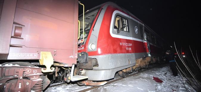 Најмалку 22 повредени при судар на два воза кај Нови Сад