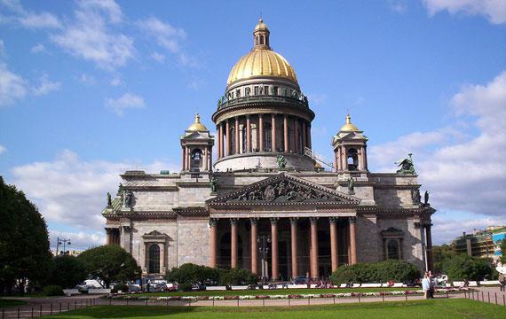 Протести во Русија поради враќање на Црквата Свети Исак на Руската православна црква