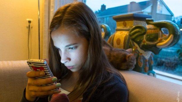 Ако цело време гледате во телефонот можете да заболите од оваа ужасна болест