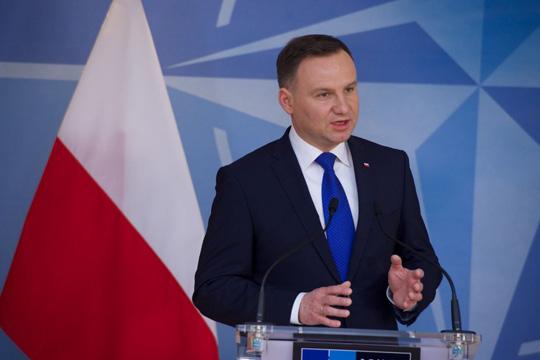 polskiot-pretsedatel-potpisha-eden-od-spornite-zakoni