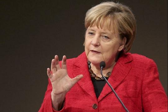 Меркел нема да го лимитира бројот на бегалци во Германија