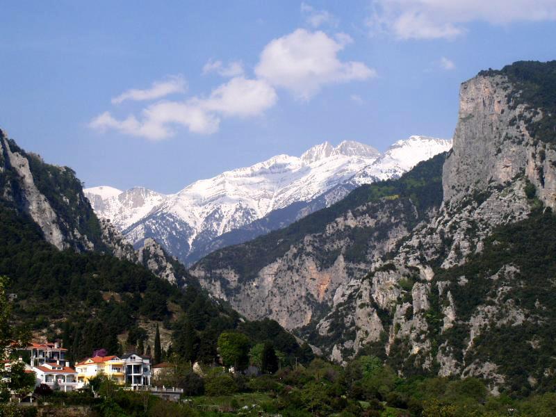 Спасувачка операција за романски алпинист заглавен на Олимп