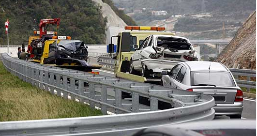 Сообраќајка на автопатот Куманово   Скопје   14 лица повредени