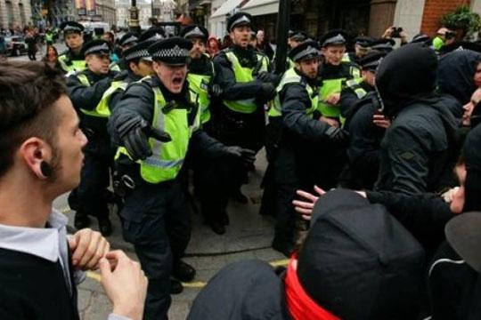 nasilni-protesti-vo-london-poradi-smrtta-na-mlad-afroamerikanec