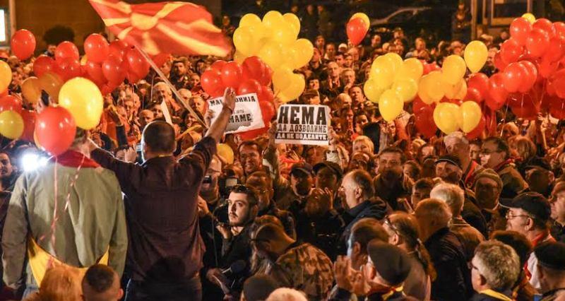 За заедничка Македонија   Никој не смее да го игнорира народот во Македонија  за нашите барања и идеали ќе одиме до крај