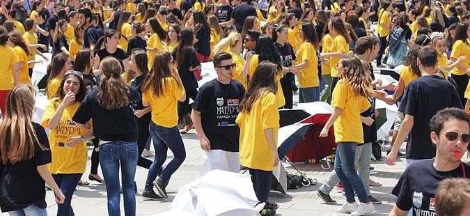 Матурска парада  на плоштад  Македонија