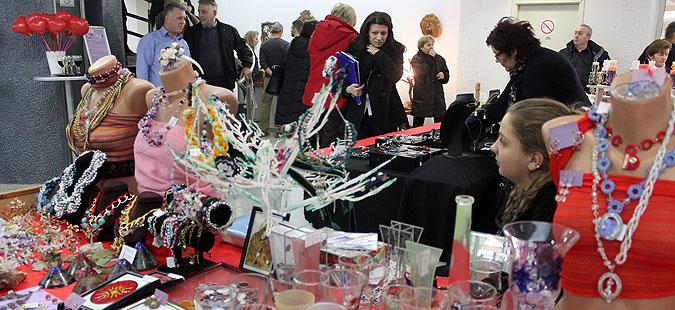 Пролетен базар на домашни ракотворби на плоштадот  Филип Втори