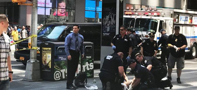 Еден загинат кога возило со голема брзина влета во група пешаци во Њујорк