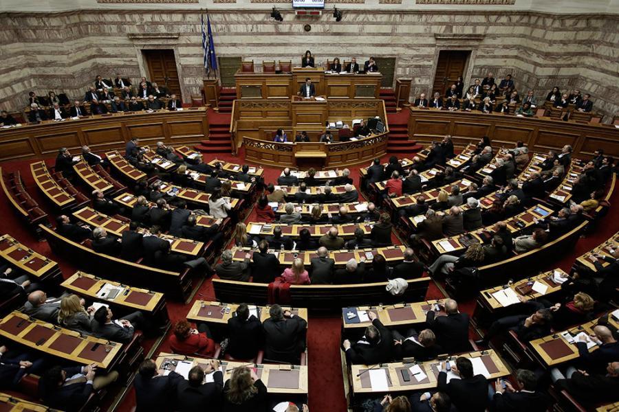 Грчкиот Парламент ќе гласа нови економски мерки додека во земјата се одржуваат протести