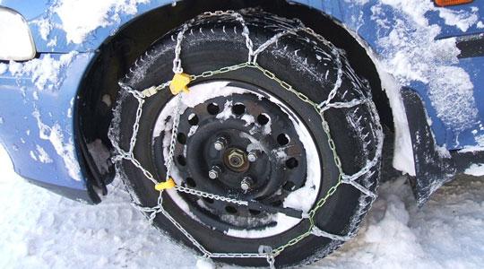 Зимската опрема од денеска задолжителна во возилата