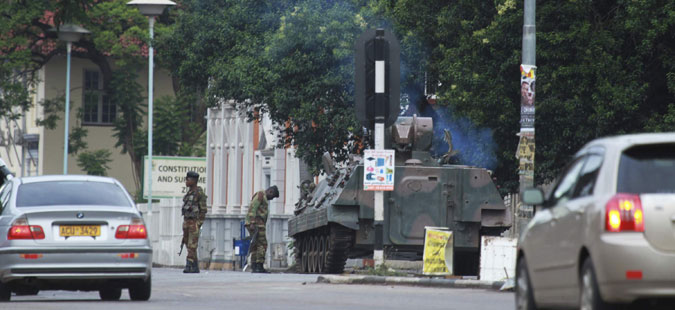 Војската на Зимбабве ги притвори Мугабе и неговата сопруга