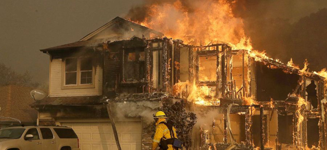 Најмалку 31 загинат во пожарите во Калифорнија