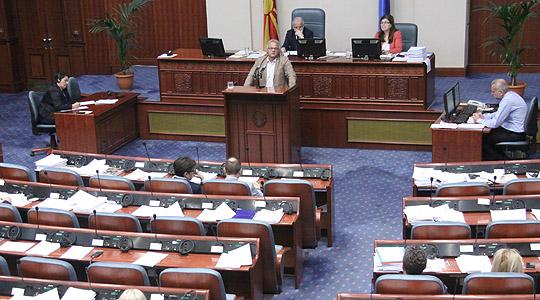 Законот за јазиците и три интерпелации во Собранието