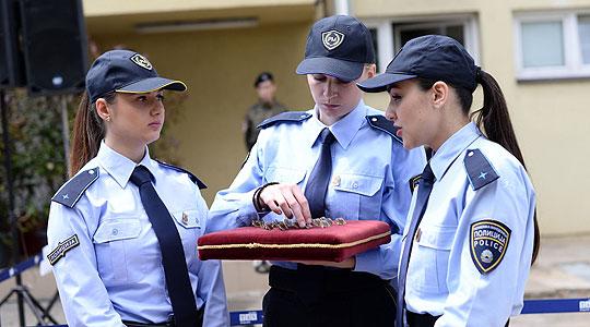 Истражување  Намален рејтингот на полицијата  поголема доверба за полицајките во однос на полицајците