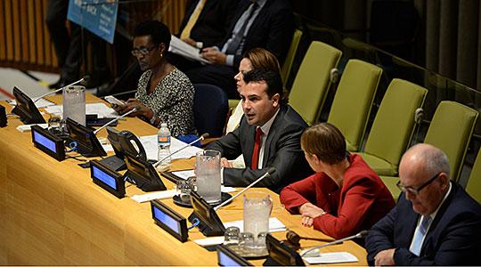 Заев во ОН  Владите што сакаат да им служат на граѓаните се отворени