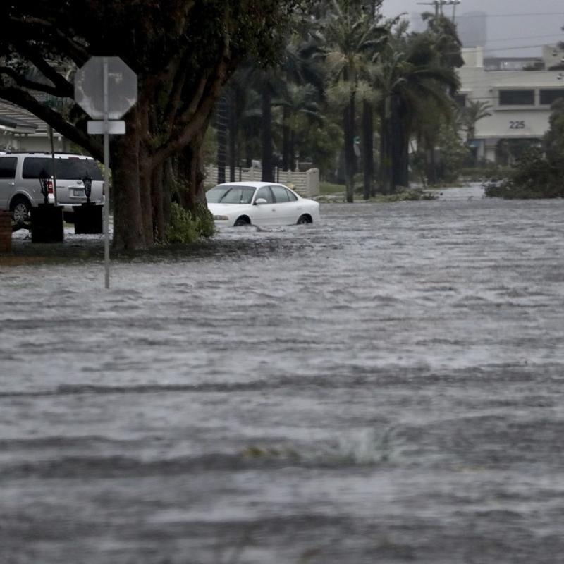 Нема крај ужасот на Флорида  Петмина починати во дом за стари  останале без струја