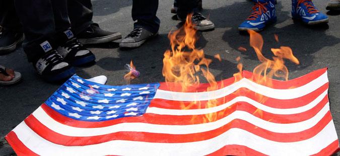 Протести во Атина поради нападот врз Сирија