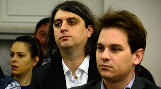 Зеќири препозна двајца од обвинетите дека го изнеле Села од прес центарот