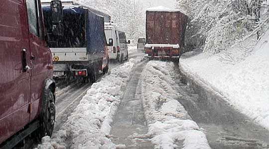 Во Маврово до попладнево наврнати 55 сантиметри снег