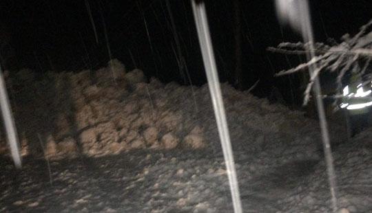 Лавина  поголема од вчерашната   утрово повторно блокиран сообраќајот на патот Маврови Анови  Дебар