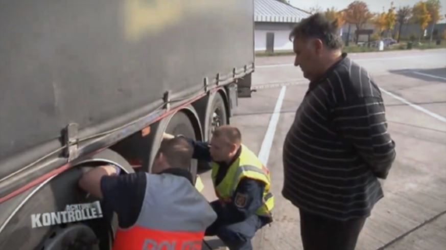 Како македонски камионџија се справува со германска полиција  Полицаецот му вели имаш лоши гуми  а нашиот му одговара