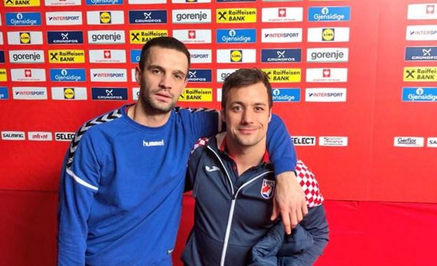 ЕП Хрватска  Сепак сме браќа  Србин и Хрват во прегратка