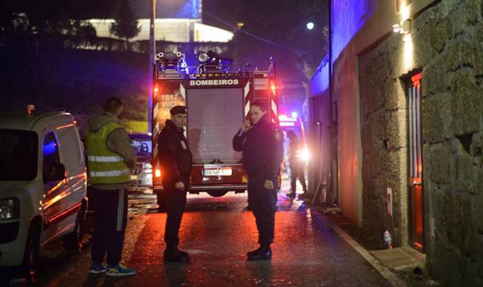 8 лица загинаа во пожар во зграда во Португалија
