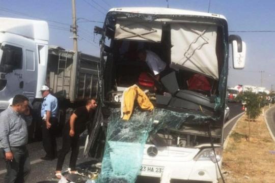 Во сообраќајна несреќа во Турција загинаа 13 лица