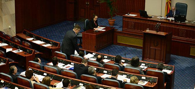 Во Собранието утре нов обид да се најде решение за 35 500 амандмани на законот за јазиците